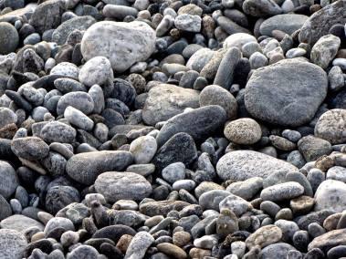 Nulla di ciò che è per natura può assumere abitudini ad essa contrarie: per esempio, la pietra che per natura si porta verso il basso non può abituarsi a portarsi verso l'alto, neppure se si volesse abituarla gettandola in alto infinite volte. Aristotele [Etica Nicomachea, IV sec. a.e.c.]
