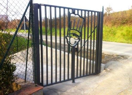 Realizzazione cancello con logo per Ghiottineria, vendita diretta Ghiott - Sambuca Val di Pesa
