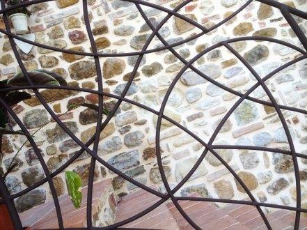 Ringhiera in ferro per scale esterne (dettaglio)