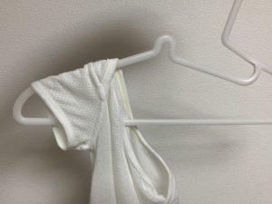 無印良品 ポリプロピレン洗濯用ハンガーを赤ちゃん服に差し込んだところ