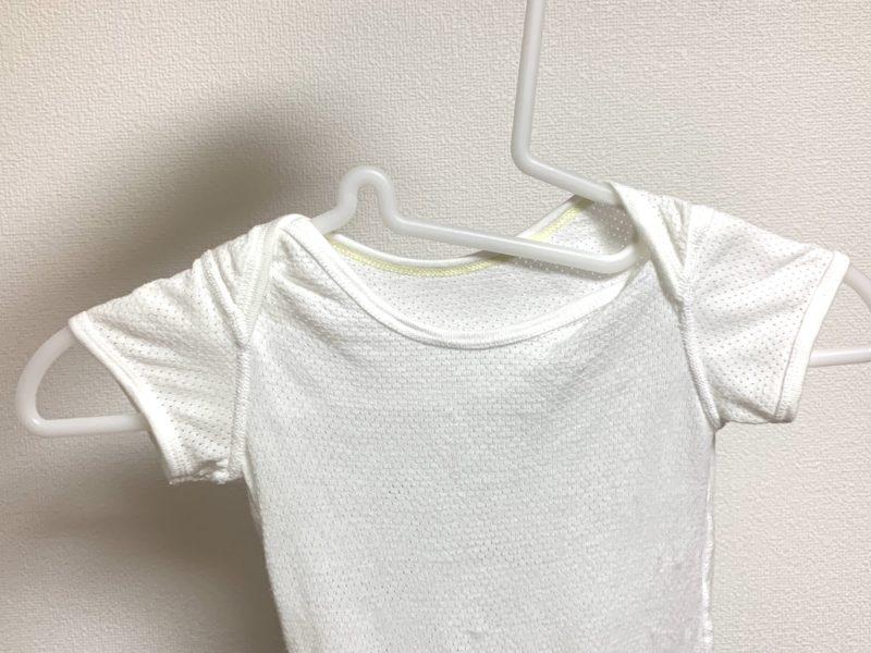無印良品 ポリプロピレン洗濯用ハンガーに赤ちゃん服を掛けて整えたところ