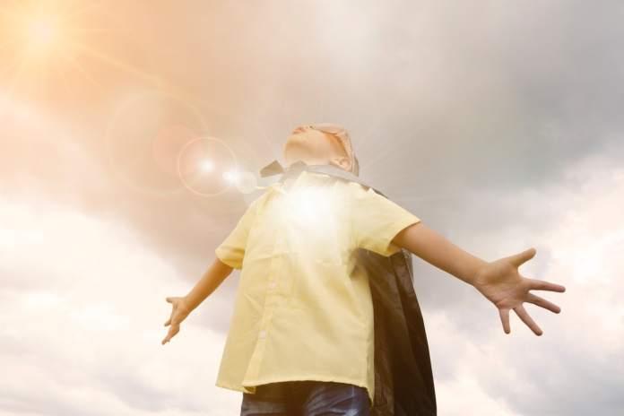 un enfant heureux est un enfant super heros avec des super pouvoirs au quotidien. Ce n'est pas une routine !