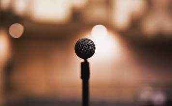 communiquer microphone communication progresser améliorer parler