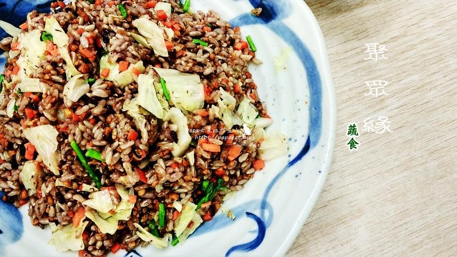 台中 素食 聚眾緣-素食/蔬食 豆酥炒飯粒粒香,風味湯麵湯頭濃郁很有特色,偶爾吃草的朋友會喜歡