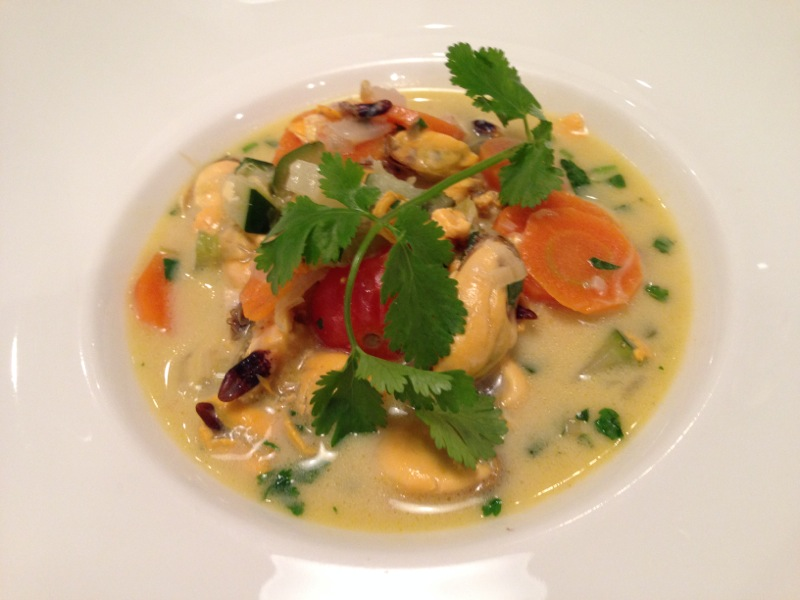 Soupe Thai de moules à la citronnelle et à la coriandre