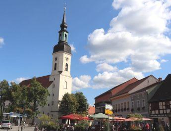 Marktplatz in Lübbenau mit St. Nikolaikirche