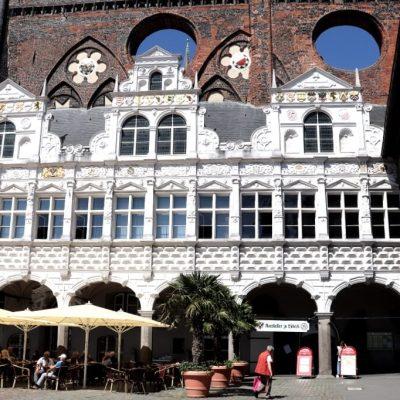 Gotische Schildwand mit Renissancelaube