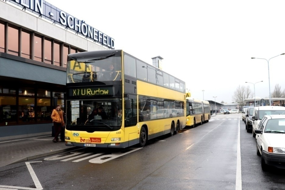 Flughafenbus am Airport Schönefeld