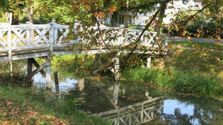 Steg über den Wassergraben in Luckau