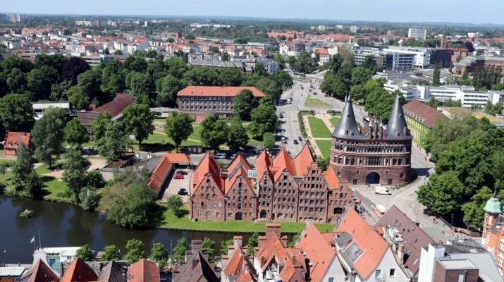 Die alten Salzspeicher und das Holstentor in Lübeck