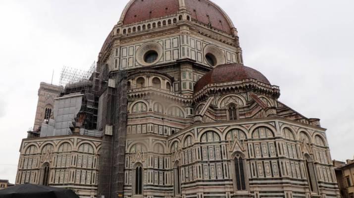 Die Kathedrale von Florenz hat eine imposante Fassade