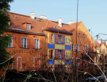 Bunte Häuser in der Gartenstadt Falkenberg