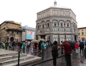 Die Marmorfassade entstand nach römischen Vorbildern