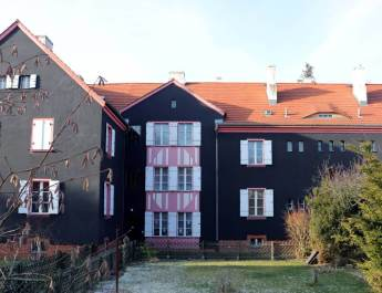 Bunte Häuser in der Berliner Gartenstadt Falkenberg