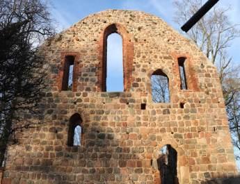 Giebelwand der Klosterruine Lindow