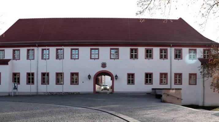 Eingang zum Schloss Finsterwalde