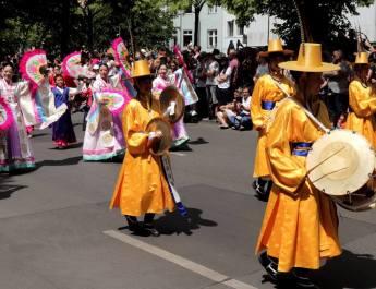 """Aus Korea stammt die Musik der """"Marschkapelle der Festung Junju"""""""