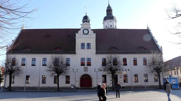 Das Rathaus von Herzberg mit Uhren- und Renaissancegiebel