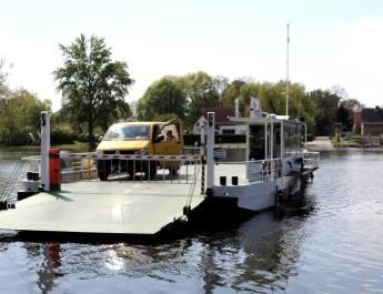 Die Fähre in Pritzerbe bringt Autos, Räder und Fußgänger über die Havel