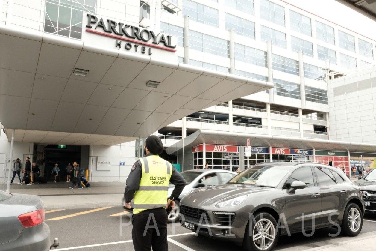 PARKROYAL HOTELが見えたらUBER乗り場のすぐ近く