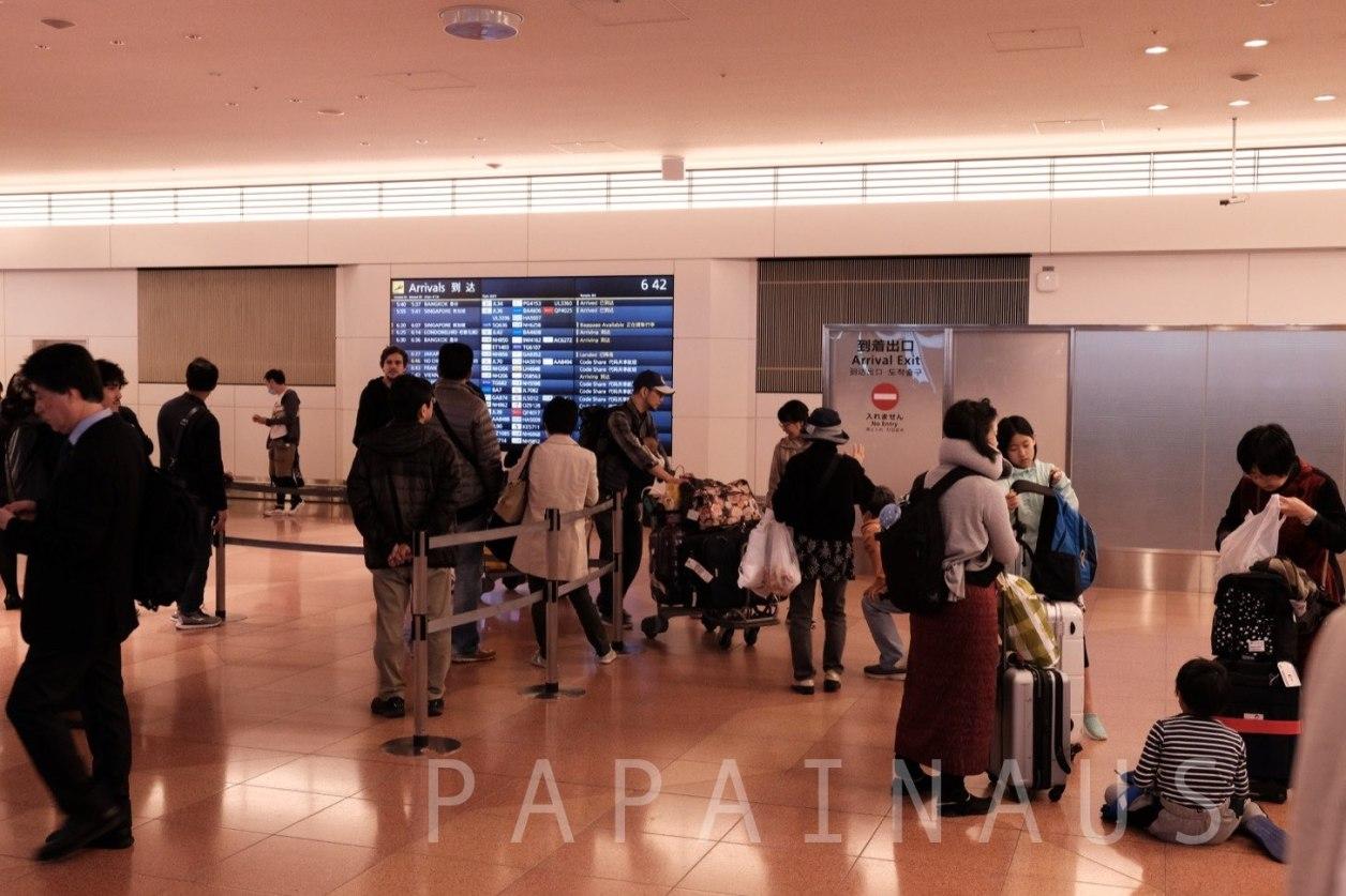 羽田空港到着ゲート2階。Air Big Cameraはこのゲートを出て右