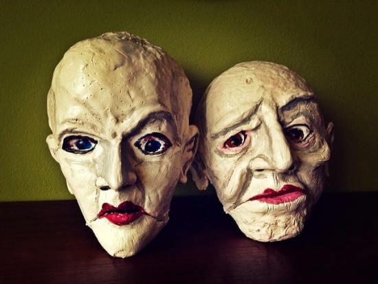 Zwei Masken - Frauen und Mütter: Eltern.