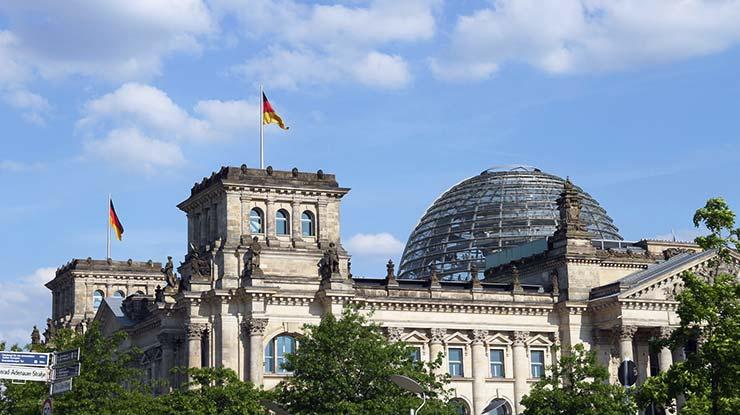 Im Reichstag kann Familienrecht von dern Abgeordneten geändert werden