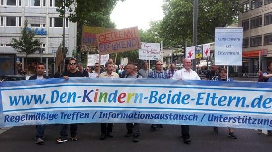 Fachtagung und Demo von Vätern: Allen Kindern beide Eltern