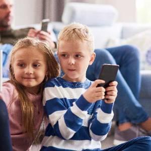 Kinder im Netz und der Social Media Guide für Eltern und Großelter