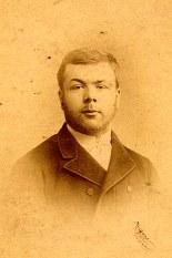 # 1900 - Paul LANDRIEU (24) avant d'entrer au séminaire