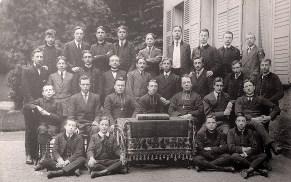 1913-1914 - Joseph LANDRIEU (442) (assis à terre, 2ème à gauche), collège Notre-Dame de Valenciennes, classe de Seconde - futur Supérieur dudit collège