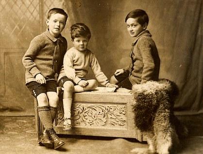 # 1915 - Philippe LANDRIEU (261), au milieu