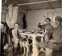 # 1915 - Cabane au Havre, les PADIEU : Gustave (x de 53), Gui (534), Denis (533), ?