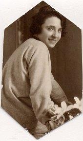 # 1928 - Suzanne PENOT-LANDRIEU (x 573) - Décédée à la naissance de sa fille Jacqueline (5731)