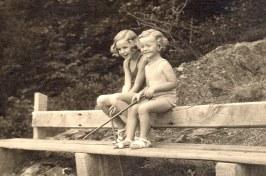 1935 - Françoise (5711) et Michel (5712) LANDRIEU-Wesserling, en Alsace - Photo primée Concours du Figaro