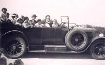 1937 - Famille Gustave LANDRIEU (44) - A Quiberon - 2° rang : Marguerite (x 44) - Claude (4412) - Jean-Pierre (4432) - Micheline (4411) - Monique ( x 441) - Bernard (4413) - Jacques (443) - Jean-Marie (4414); 1° rang : Xavier (4415) - Tante Manon (x 443) - Thérèse (4433) - Guy (4434)