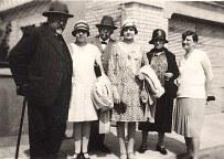 1929 - A la Vigie : Raoul LANDRIEU (12) ; Andrée LANDRIEU (174) ; Gaston LANDRIEU (17) ; Marcelle DELCAMBRE (fille adoptive de Raoul et Mathilde) ; Mathilde FERLAND-LANDRIEU (x 12) ; Madame COMETANT