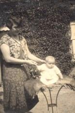 1930 - Noémie POYER-LANDRIEU (x 171) et Nicole LANDRIEU (1712)