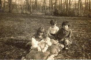 1934 - Nicole (1712), Bernard (1711), Jacqueline (1731) et Max (1713)