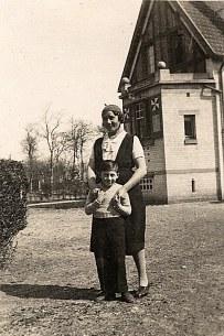 """Avril 1934 - Henriette WARIN, dite """"Yeyette"""" et Bernard LANDRIEU"""