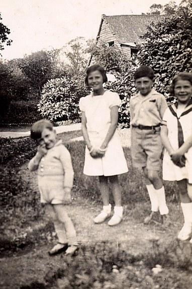 A Mezoutre : Gérard Poupart, Jacqueline, Bernard et Nicole LANDRIEU