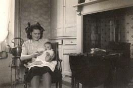 1947- Chez les Laroche : Nicole LANDRIEU et Françoise LAROCHE