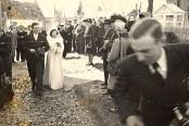 16 Avril 1947: Mariage de Jacqueline LANDRIEU (1731). Sortie de l'église