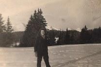 Janvier 1951 - Nicole LANDRIEU en haut des Gets