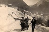 """Janvier 1951 à Morzine - A gauche """"Les Mésanges"""""""