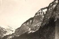 Janvier 1951 à Morzine - Muraille au bord du lac de Montriond