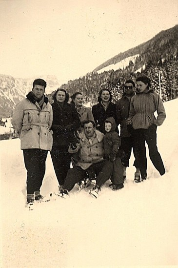 Janvier 1951 à Morzine - avec Nicole LANDRIEU et Monique POYER