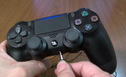 モノラルヘッドセットをワイヤレスコントローラーに接続する