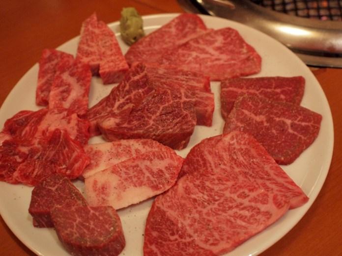 焼肉芝浦 三宿の肉の盛り合わせ