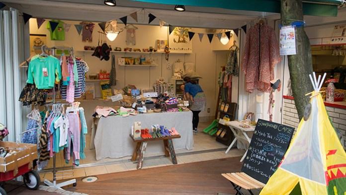 育児パパによるベビー&キッズ服「Sunny Hours」が、軽井沢店を夏季限定でオープン。